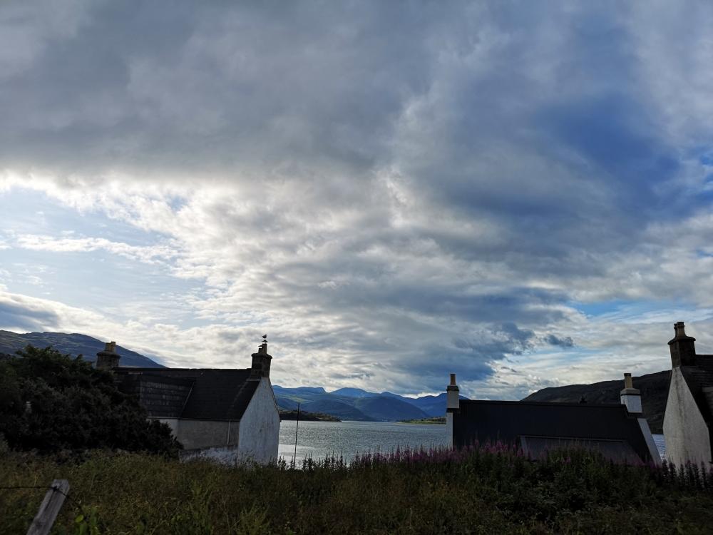 Ullapool und Highlands mit Wolkenband