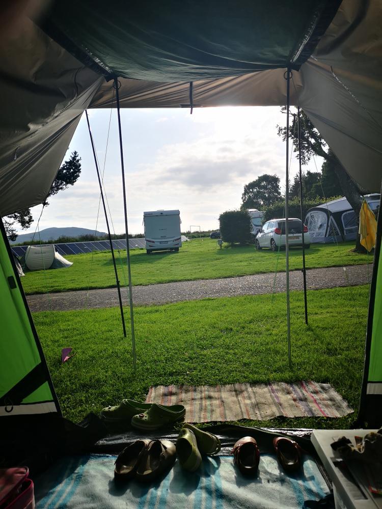 früh am Morgen im Zelt