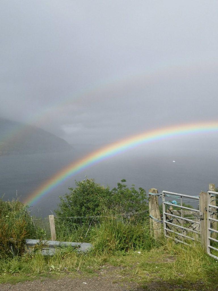 Regenbogen über Loch Ness