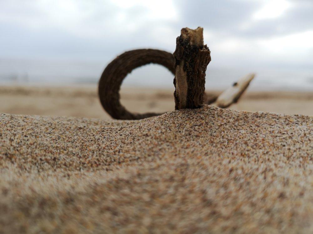 Figuren am Strand