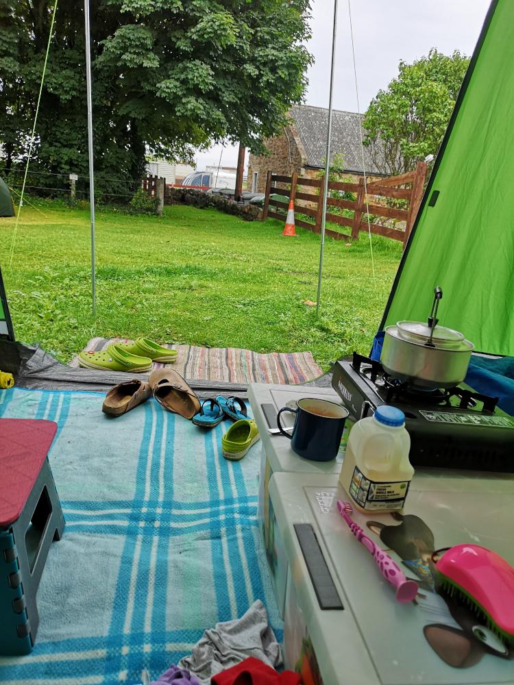 Ausblick am frühen Morgen aus dem Zelt